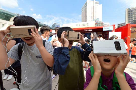 `구글글래스-드론` 총출동…4만명이 첨단 ICT 즐겼다